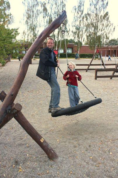 Fugleredegynge med far og barn